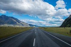 Strada principale vuota diritta che conduce nel cuoco National Park del Aoraki-supporto Fotografie Stock Libere da Diritti