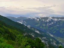 Strada-prospettiva di Zillertaler sulla valle Zillertal Fotografia Stock Libera da Diritti
