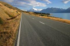 Strada regionale nel lago Pukaki Fotografia Stock