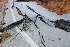Strada rotta da un terremoto in Chiang Rai, Tailandia Fotografia Stock Libera da Diritti