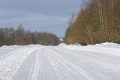 Strada rurale coperta di neve fotografie stock