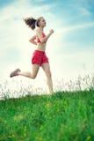 Strada rurale del parco corrente di estate della giovane donna Esercitazioni esterne J Immagine Stock Libera da Diritti