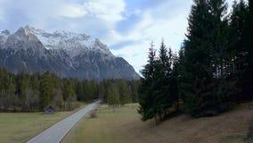 Strada rurale della montagna stock footage