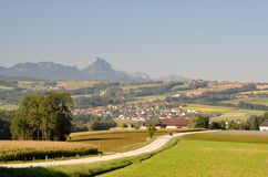 Strada rurale nella terra di Steyr. L'Austria fotografie stock