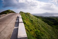 Strada scenica a Vayang Rolling Hills, il Batanes, Filippine Fotografia Stock Libera da Diritti