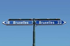 Strada-segno ambiguo. Fotografia Stock