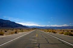 Strada sola del deserto Fotografia Stock Libera da Diritti