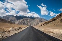Strada sola in Ladakh fotografia stock libera da diritti