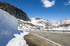 Strada sopra Hallingskarvet in Norvegia Immagine Stock