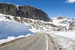 Strada sopra Hallingskarvet in Norvegia Immagini Stock