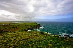 Strada soprelevata del Giants, paesaggio dall'Irlanda del Nord Regno Unito immagine stock libera da diritti