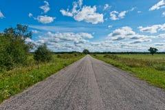 Strada sotto le nuvole Fotografia Stock Libera da Diritti