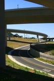 Strada sotto le rampe dell'autostrada senza pedaggio Fotografie Stock