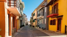 Strada stretta delle costruzioni nella città Grecia di Giannina fotografia stock libera da diritti