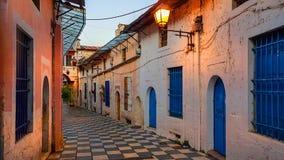 Strada stretta delle costruzioni nella città Grecia di Giannina immagine stock libera da diritti