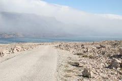 Strada sull'isola della pagina in Croazia Immagini Stock