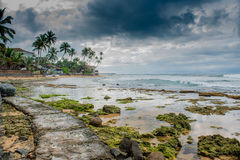 Strada sulla linea di costo vicino all'oceano Immagini Stock Libere da Diritti