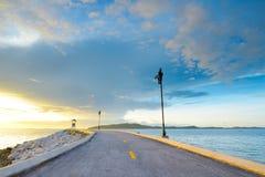 Strada sulla spiaggia in Rayong, TAILANDIA Immagini Stock Libere da Diritti