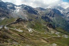 Strada tortuosa della montagna immagini stock libere da diritti