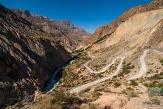 Strada tortuosa della montagna Immagine Stock