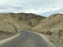 Strada tramite la tavolozza di Death Valley di fotografia stock