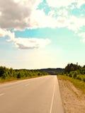 Strada un giorno soleggiato Fotografie Stock Libere da Diritti