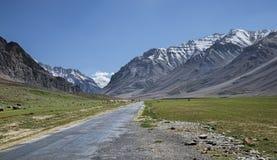 Strada in valle dell'alta montagna Fotografia Stock Libera da Diritti