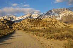 Strada verso le montagne Fotografia Stock