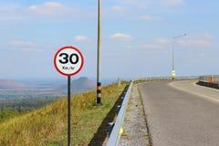 Strada vuota del segnale stradale fotografia stock libera da diritti