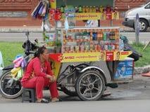 Strade affollate di Phnom Penh - capitale della Cambogia immagini stock