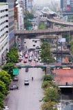 Strade delle vie delle Camere delle costruzioni dei grattacieli della Tailandia Bangkok immagine stock libera da diritti