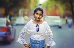 Strade di Girl Portrait City del modello di moda Immagine Stock