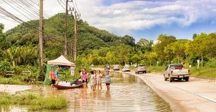 Strade e villaggi sommersi in Tailandia del sud immagini stock libere da diritti