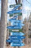 Strade trasversali dei segni a Kortright Fotografia Stock