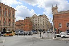 Strade trasversali e parcheggio su Piazza di San Bernardo a Roma Fotografia Stock