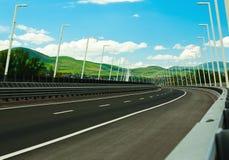 Straße in den europäischen Alpen Lizenzfreie Stockfotos