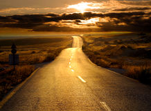 Straße am Sonnenuntergang Lizenzfreies Stockfoto