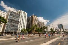 Straße und Gebäude in Copacabana Lizenzfreie Stockfotos