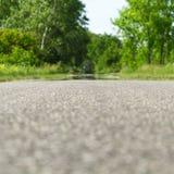 Straße von der Bodenhöhe Stockfotos