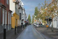 Straße von Reykjavik im Stadtzentrum gelegen Lizenzfreie Stockbilder