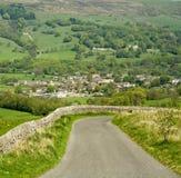 Straße zum Dorf Lizenzfreies Stockfoto