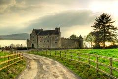 Straße zum Parkes Schloss Stockfotos