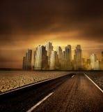 Straße zum Stadtbild Stockfoto