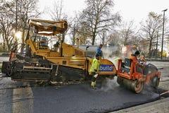 Straßenbau auf einer Stadtstraßenerneuerung Stockbild
