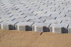 Straßenbetoniermaschinenziegelsteininstallierung Stockbilder