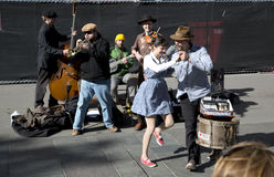 Straßenmusiker und -tänzer Lizenzfreies Stockfoto