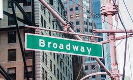 Straßenschild auf Broadway Stockfotos