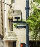 Straßenschild Main Street herein im Stadtzentrum gelegen Stockfotos