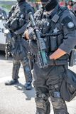 Strafverfolgung am Patriot-Gebet und Antifa stellen weg gegenüber lizenzfreies stockfoto