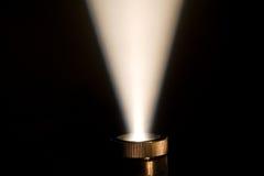 Strahl der Leuchte von einem Projektor Stockbild